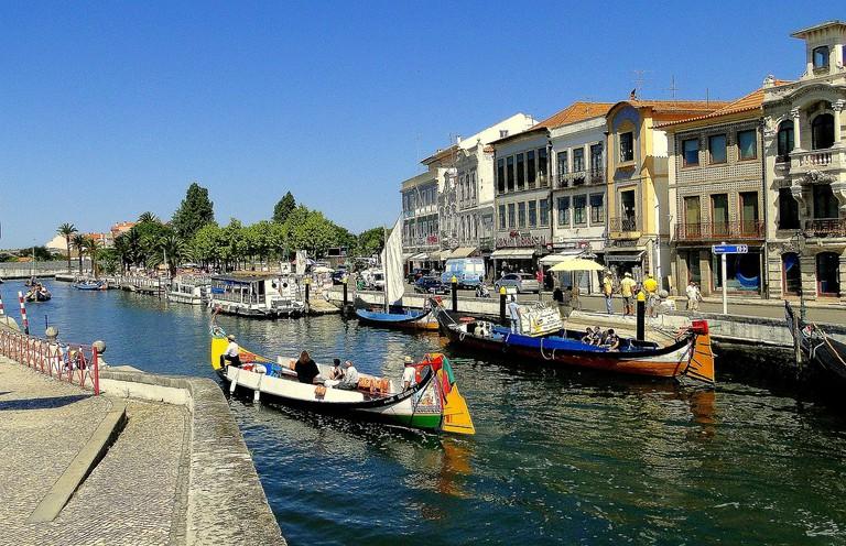 https://pixabay.com/en/aveiro-river-shipping-portugal-402629/