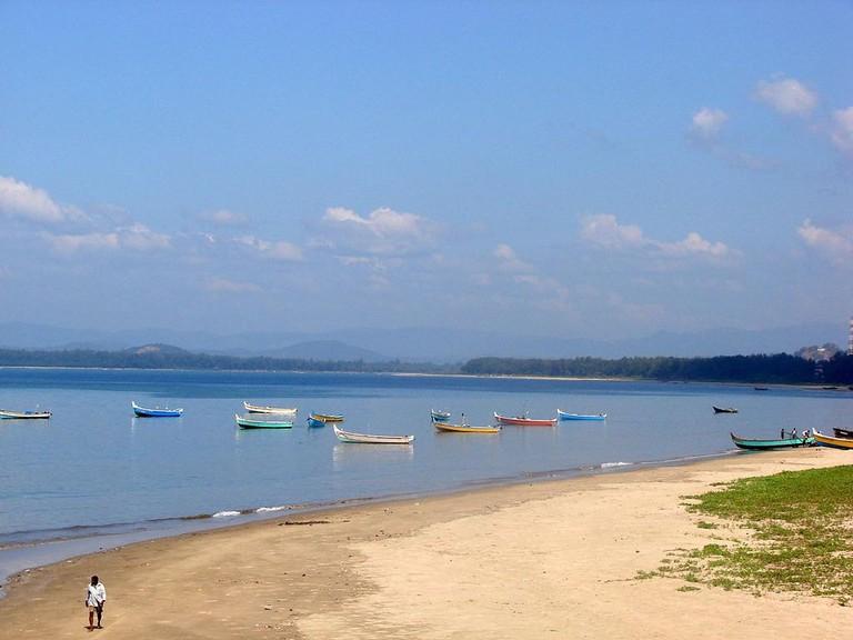 Beach_at_Karwar,_Karnataka,_India