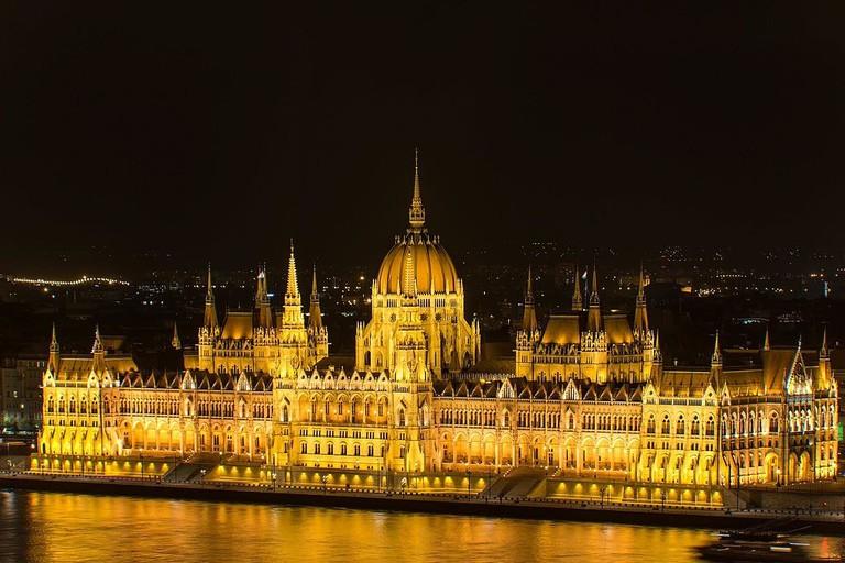 budapestparlamentbuilding-night