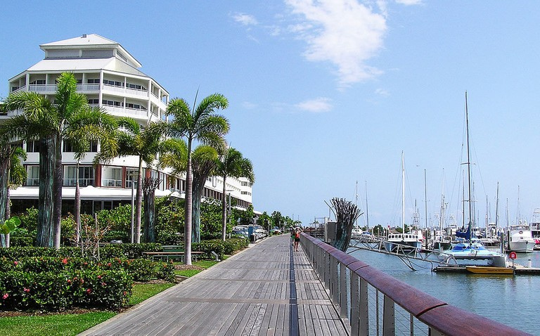 Cairns | © Donaldytong/Wikimedia Commons