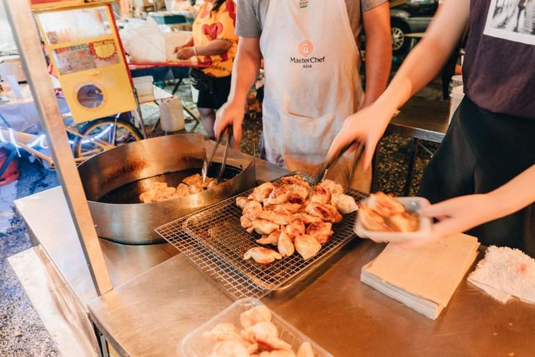 Fride dumplings often eaten as a snack with sauce | Irene Navarro / ©Culture Trip