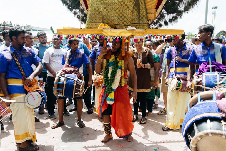 Kavadi bearers are accompanied by traditional drums and music | Irene Navarro / © Culture Trip