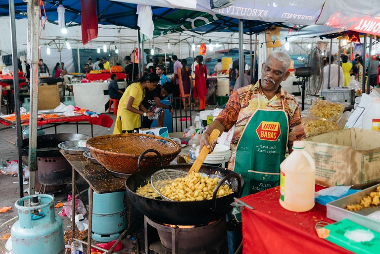 If you're here all day, there will be stalls selling food and snacks at cheap prices | Irene Navarro / © Culture Trip