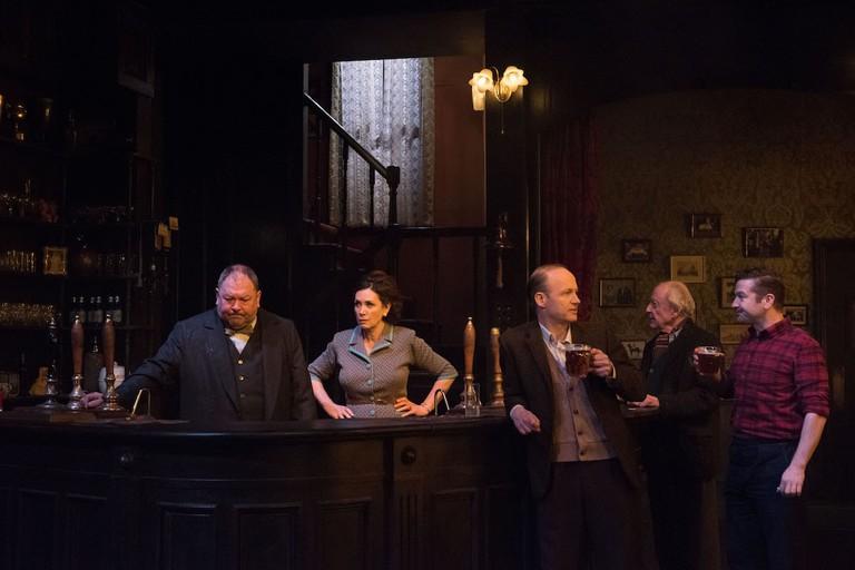 Mark Addy, Sally Rogers, Richard Hollis, John Horton, and Billy Carter in 'Hangmen' | © Ahron R. Foster