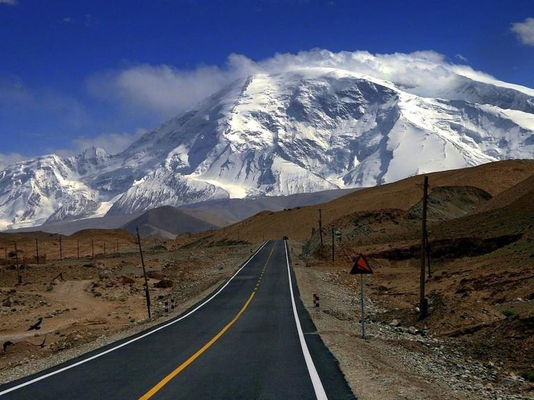 Karakoram-highway-Xingiang-region