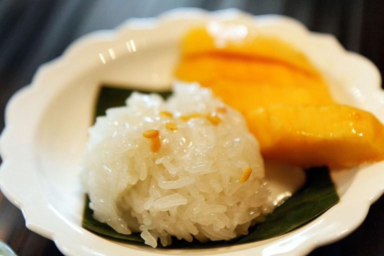 Mango_sticy_rice_(3859549574)