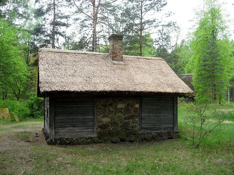 Old_Latvian_bathhouse_from_Zemgale