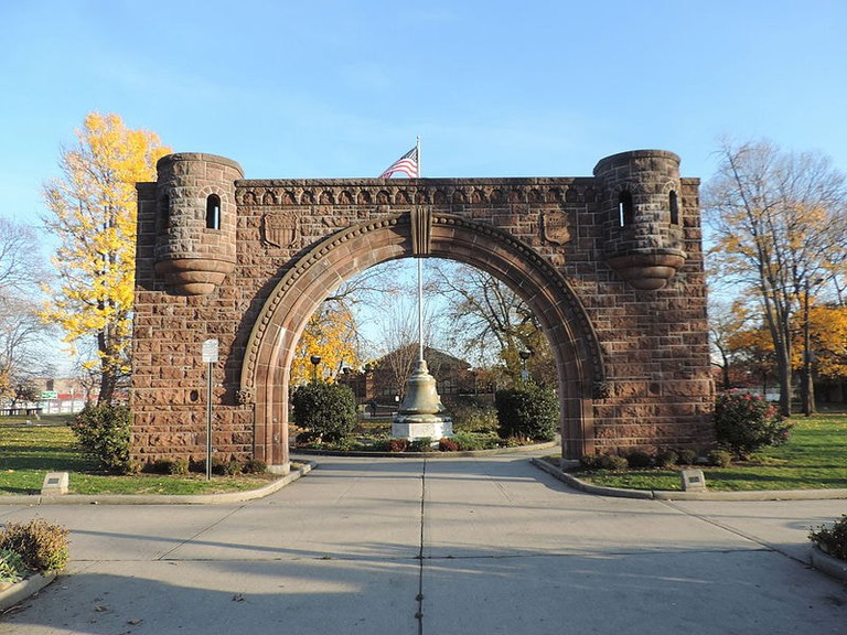 Pershing_Field_Park_entry_JC_Heights_jeh