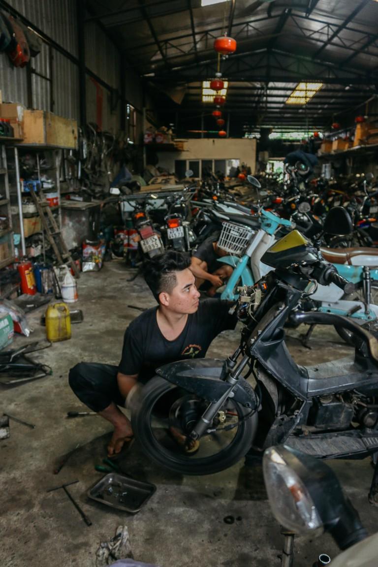 SCTP0109-PHAM-VIETNAM-HANOI-MOTORBIKEREPAIR_9103