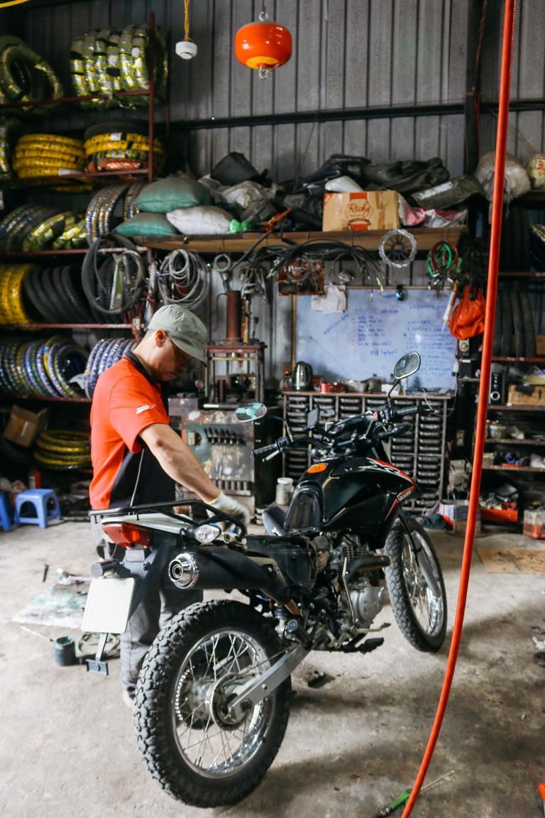 SCTP0109-PHAM-VIETNAM-HANOI-MOTORBIKEREPAIR_9168