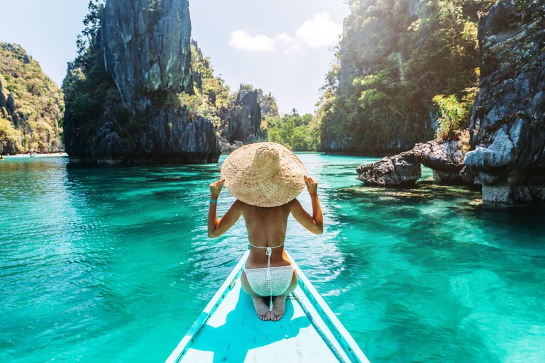 Woman on a tour in Palawan, Philippines | © Alena Ozerova/Shutterstock