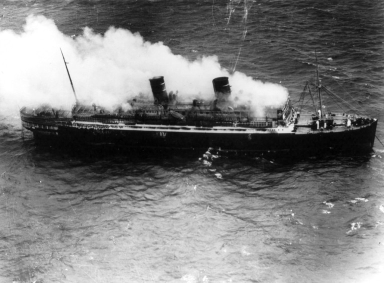 SS_Morro_Castle_burning_at_sea_cph.3b15302