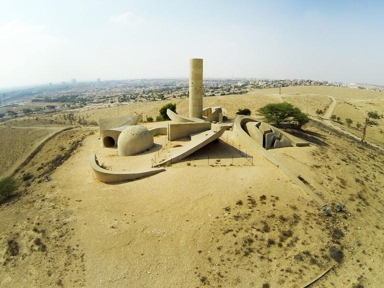 The_negev_monument.v1