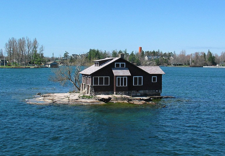 1000_Islands._Hub_Island_-_St_Lawrence_River,_USA_-_panoramio