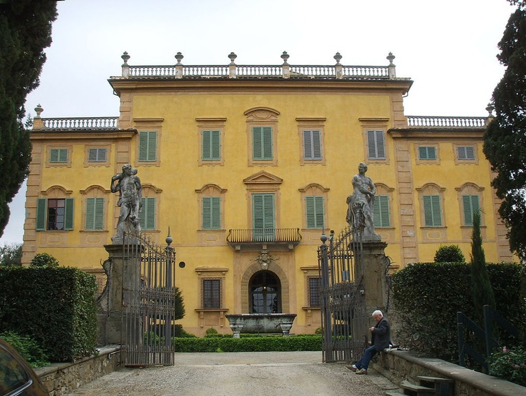 1021px-Villa_la_pietra_01