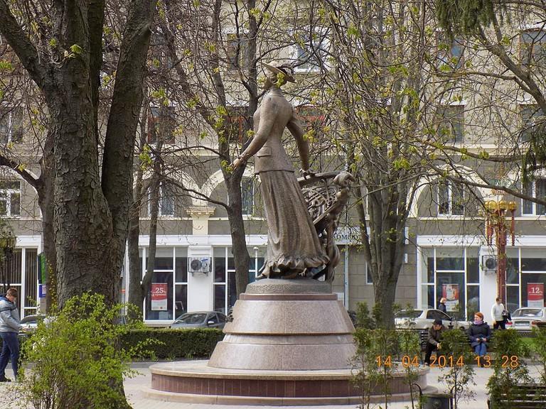 1024px-Пам'ятник_Соломії_Крушельницькій_в_ТЕРНОПОЛІ_3
