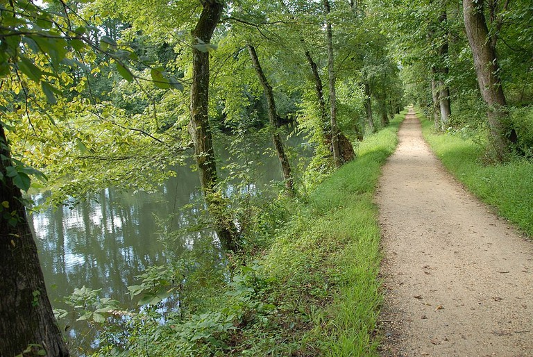 1024px-D&R_State_Park_Trail_along_the_D&R_Canal