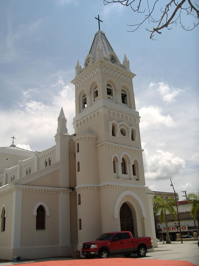 1024px-Humacao,_Puerto_Rico_church