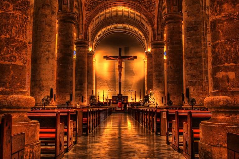 1024px-Interior_de_la_catedral_de_San_Ildefonso
