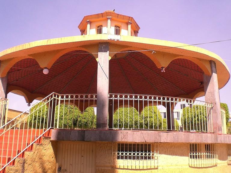 1024px-Kiosco_Ixtlahuacan_Jalisco_-_panoramio
