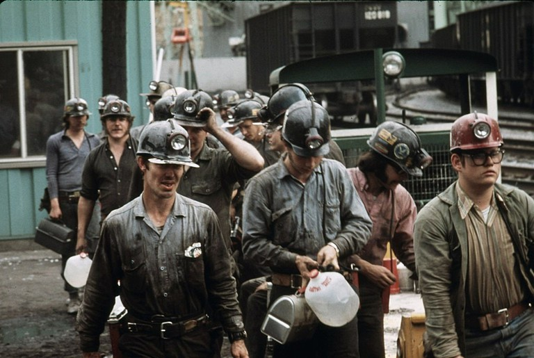 1024px-Miners_at_the_Virginia-Pocahontas_Coal_Company_Mine