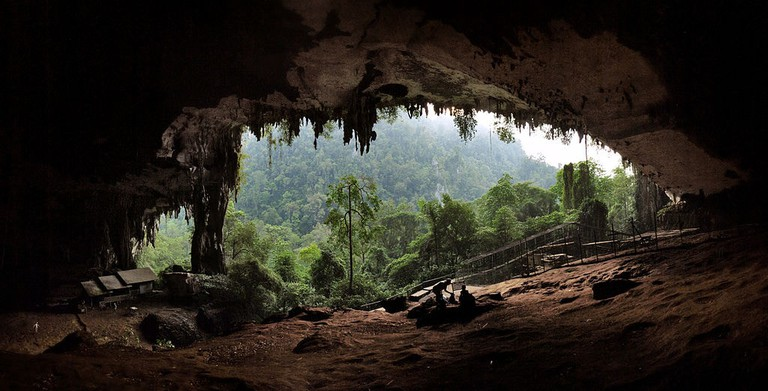 1024px-The_main_entrance_to_the_Niah_Caves_at_sunset.