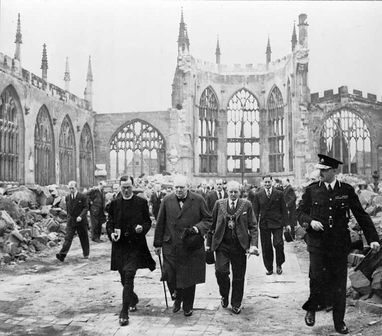 1162px-Winston_Churchill_at_Coventry_Cathedral_cph.3a18421