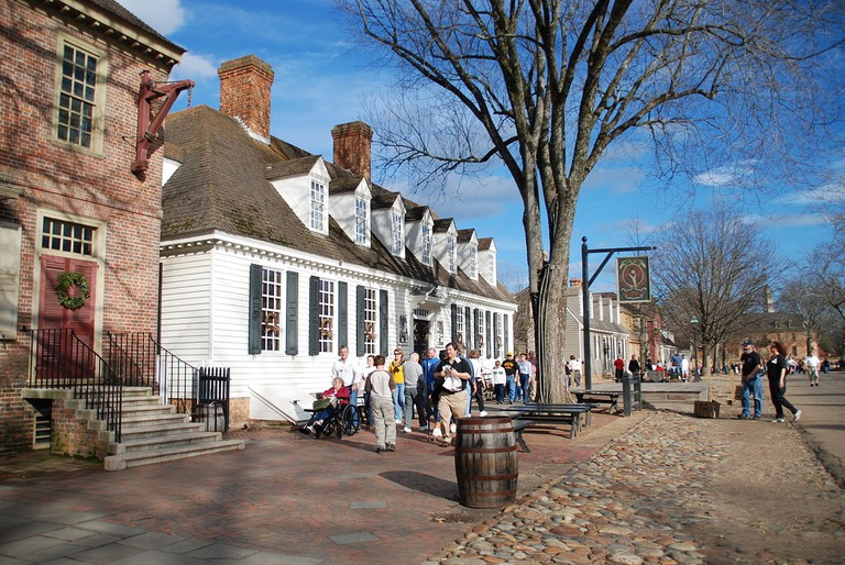 1200px-Colonial_Williamsburg_(3205781804)