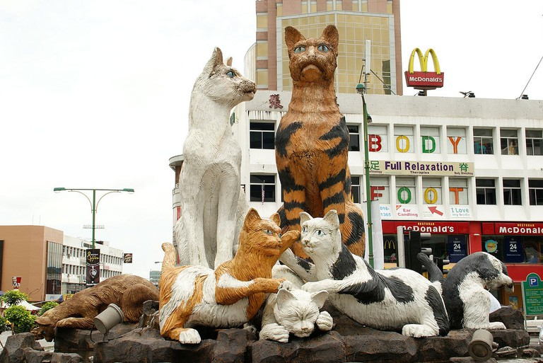 Kuching's iconic Cats Statues in the city centre | © JKT-c. / WikiCommons