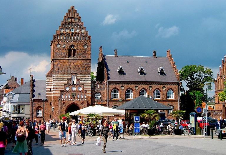 1200px-Roskilde_ratusz_mpazdziora