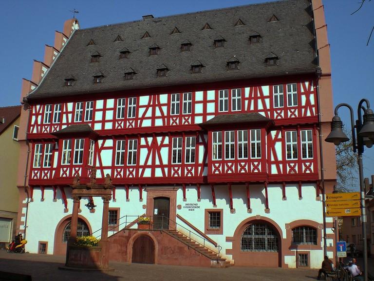 1280px-Deutsches-Goldschmiedehaus_Hanau