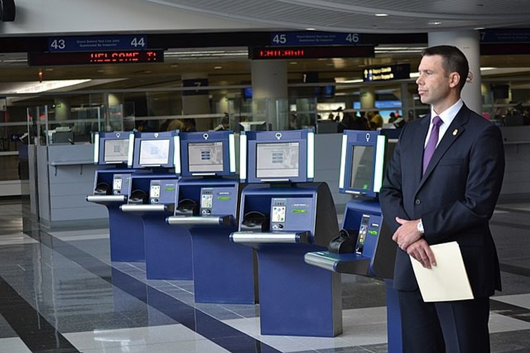 640px-CBP_Partners_with_Chicago_Department_of_Aviation_to_Launch_Self-Service_Kiosks_at_O'Hare_(9525726310)