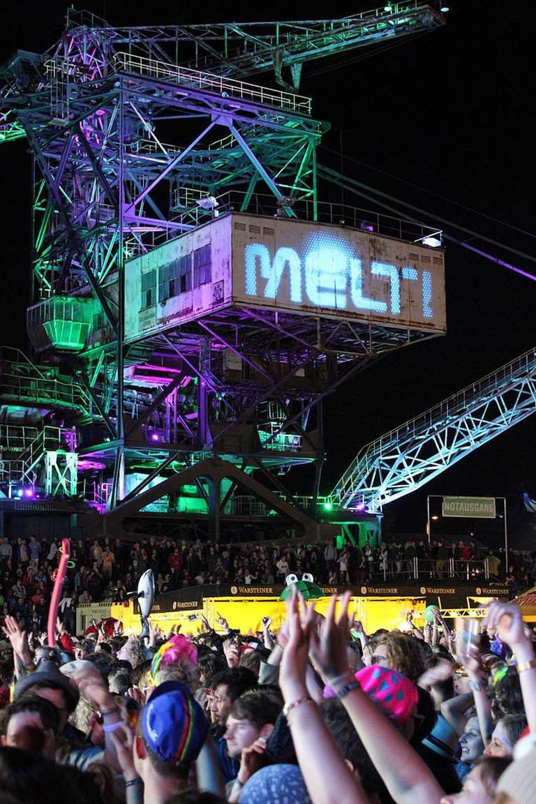 682px-Fans_and_projection_on_mining_equipment_at_Melt!_music_festival_in_Germany