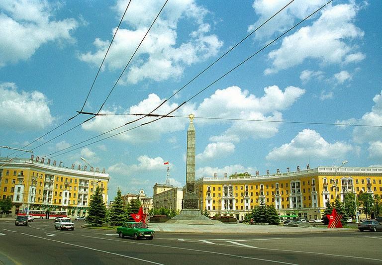 800px-Belarus-Minsk-Victory_Square-2