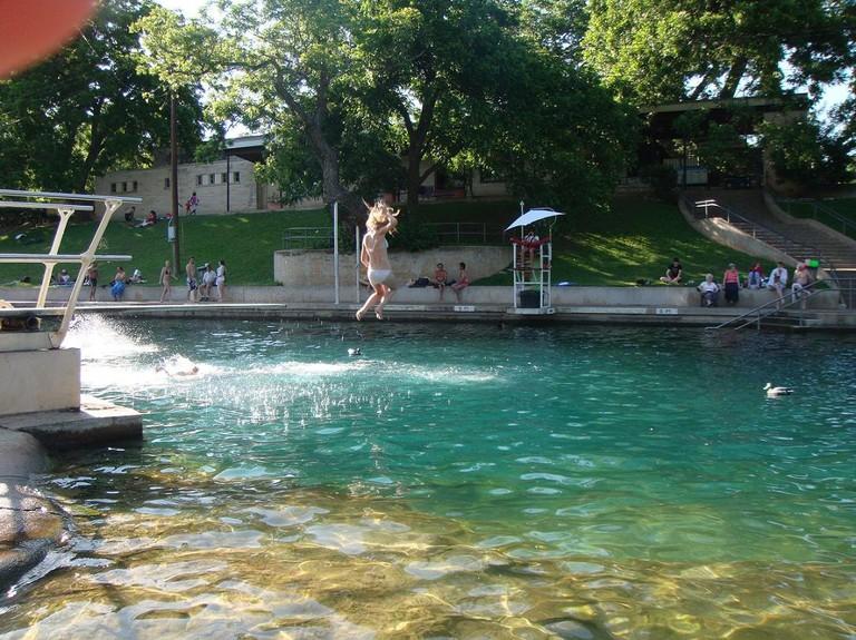 Barton_Springs_Pool_-_panoramio