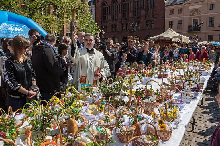 Blessing_of_the_baskets_Easter_tradition