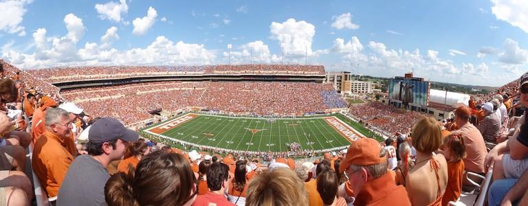 Darrell_K._Royal_Memorial_Stadium_-_panoramio