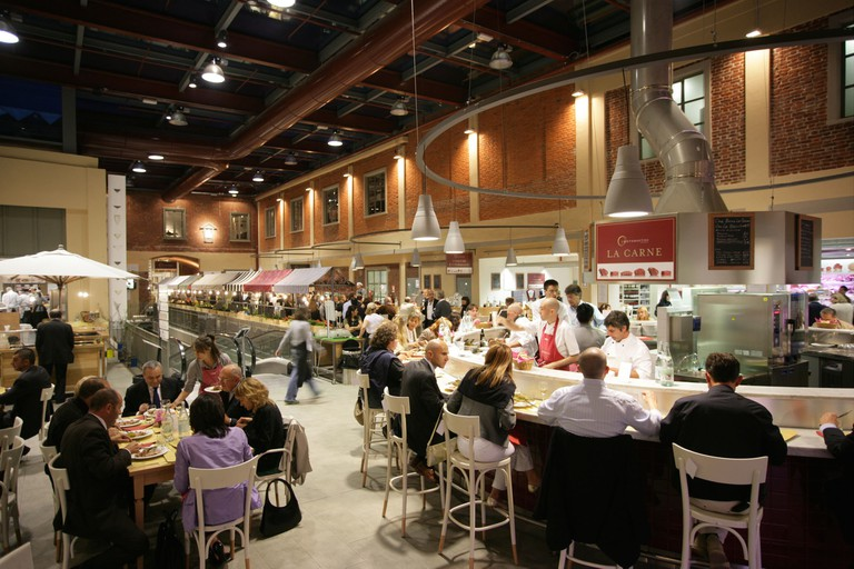 The popular restaurant within Eataly supermarket in Turin | © Eataly Torino / Michele D'Ottavia