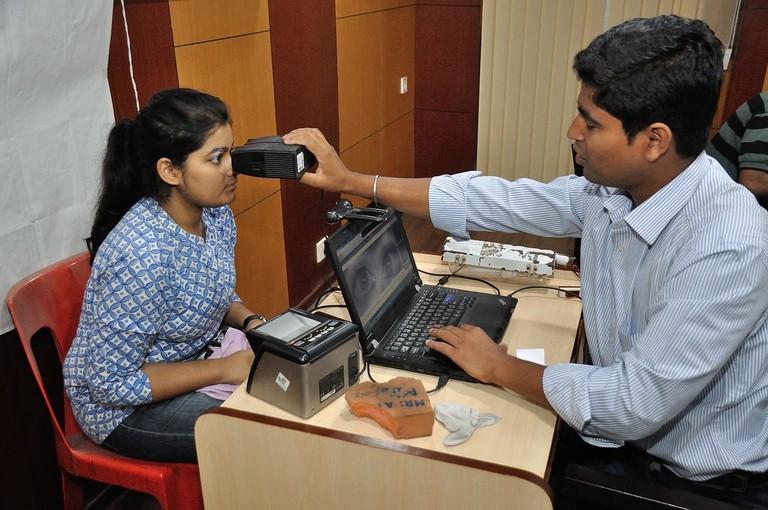 Iris_Scan_-_Biometric_Data_Collection_-_Aadhaar_-_Kolkata_2015-03-18_3653