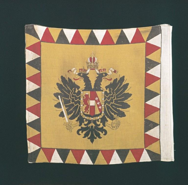 lowres_00000018028-historische-k-k-kriegsfahne-oesterreich-werbung-Trumler - Edited