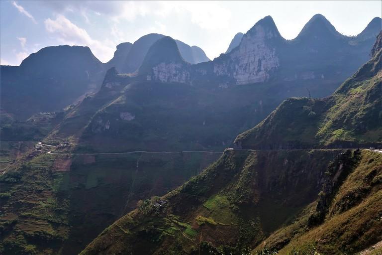 Ma Pi Leng clings to limestone giants