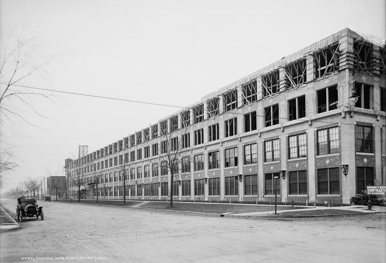 The Packard Automotive Plant during construction | WikiCommons