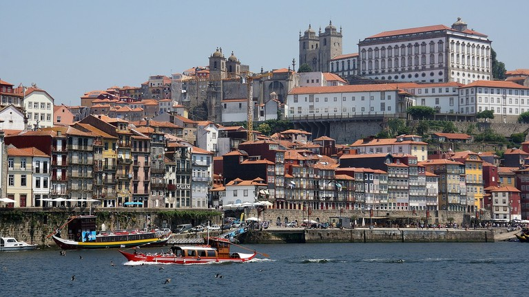 https://pixabay.com/en/porto-oporto-riverside-river-city-2630066/