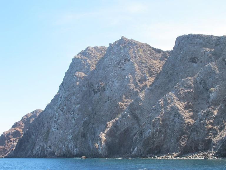 Redonda_west_cliffs-2