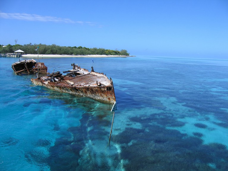 Ship wreck in crystal clear waters of Heron Island | Ingvars Birznieks/Shutterstock