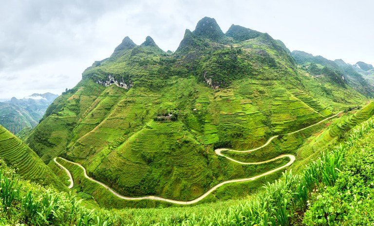 Supply lines of Ma Pi Leng Pass, Vietnam   © Thoai/Shutterstock