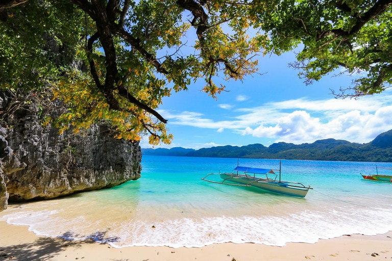 Boat and trees in the Caramoan Islands | © Ste Lane/Shutterstock