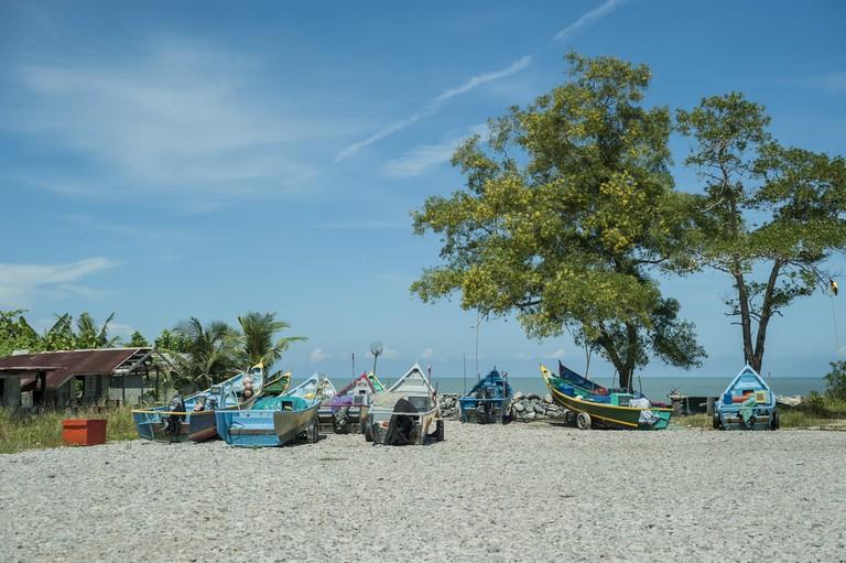 Colorful fishing boats at Luak Bay Beach, Miri, Sarawak, East Malaysia. Borneo | © Jaybie250/Shutterstock