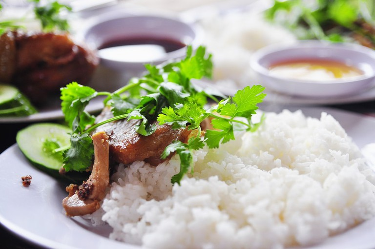 Vietnamese broken rice or com tam with green herbs, fish sauce and fried pork ribs | © bamboovn/Shutterstock