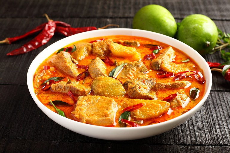 Mango fish curry with coconut milk and spies | © sta/Shutterstock